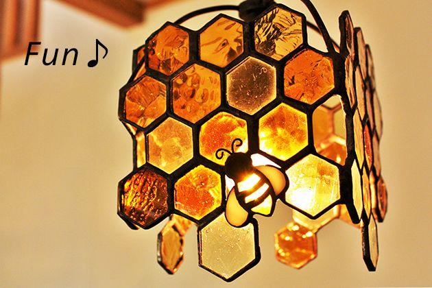 ペンダントランプ Honeybee みつばち アンバー - ステンドグラスのランプの専門店 Nijiiro Lamp