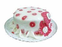Tort personalizat cu flori din martipan de la cofetaria Candy Cat, cu ciocolata, fructe confiate si cirese in alcool.