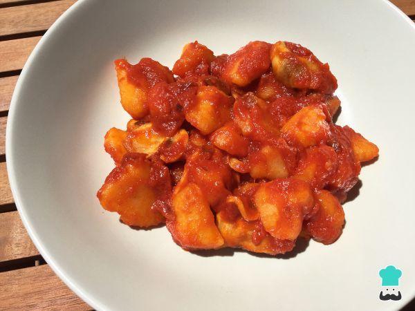 Receta de Patatas cocidas con tomate frito - Fácil #RecetasGratis #Recetas #RecetasFáciles #ComidaVegana #ProteínaVegetal #ComidaSana #GoVeg #ComidaVegetariana #Patatas