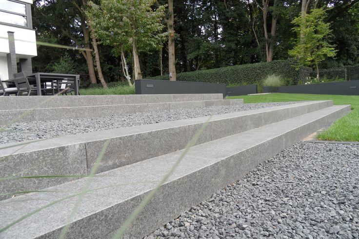 Strakke tuin   Traptreden   Grind   Modern terras www hendrikshoveniers nl   Strakke tuinen