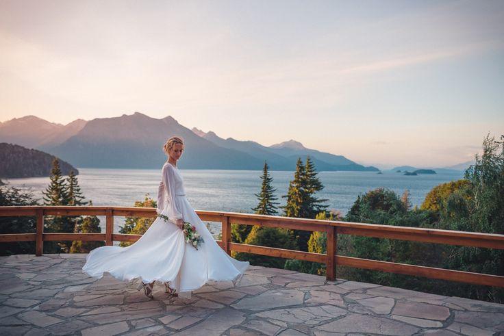 Casamientos en Bariloche, hotel Tunquelén. wedding photographer samantacontin.comVestido de novia por Delia Medina. Vestido da noiva, wedding dress, Patagonia