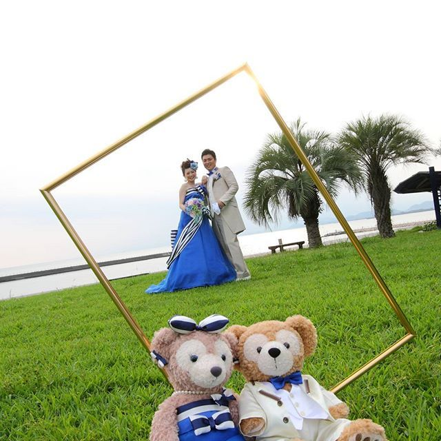 【lavitawedding】さんのInstagramをピンしています。 《ふたりと一緒の衣裳を着て撮影♪  #高知ウェディング#高知婚 #ウェディング#ウェディングフォト#結婚式#結婚式場#花嫁#卒花嫁#前撮#カラードレス#高知花嫁#花嫁diy #日本中のプレ花嫁さんと繋がりたい#高知#プレ花嫁#ディズニーウェディングdiy#ダッフィ#シェリーメイ#ヤシィパーク#高知#海#ロケーションフォト#新郎新婦#ハート#ウェディングレポ#バルーン#カラフル#ラヴィータウエディング #lavitawedding#ラヴィータ》
