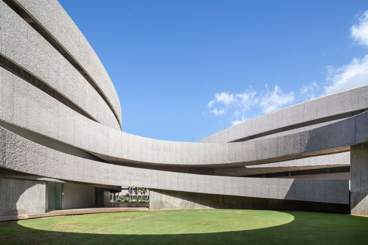 The new Faculty of Fine Arts is located in a heterogeneous area, adjacent to the island highway and on the periphery of the University Campus.  Our main challenge was to create a link between the new faculty building and its surroundings by working wi...