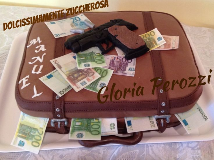 Torta valigia denaro banconote pistola in pasta di zucchero