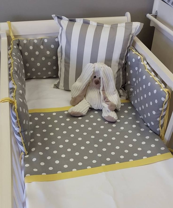 Reversible Cot Bumper in Polka Dots and Zig Zags