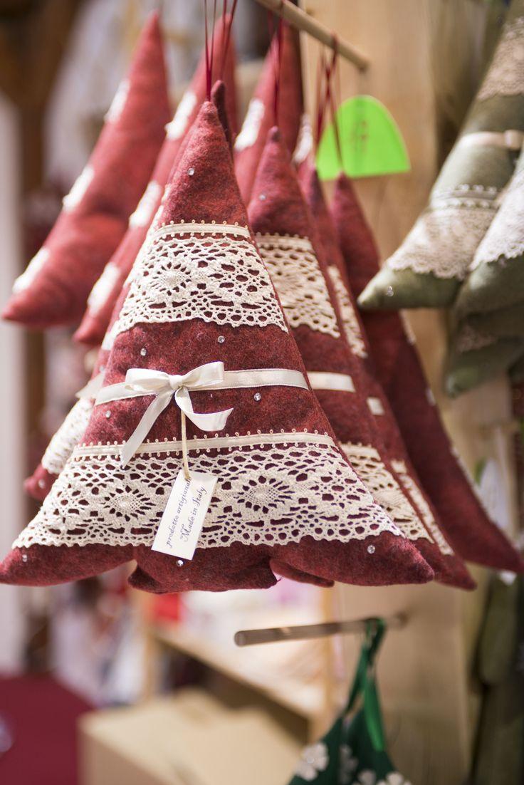 Merletti e fiocchettini per il vostro alberello di Natale!