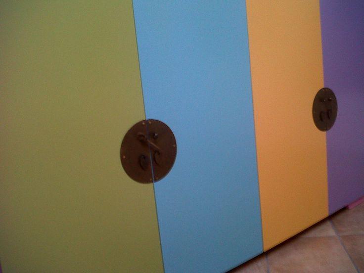 credenza colorata realizzata per una villa a Perego