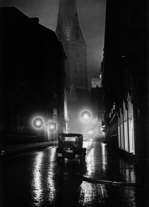 (Yield to the temptations of the Big City pt6)  Hamburg, 1930 photo by Andreas Feininger
