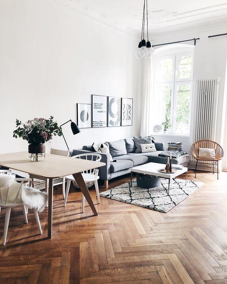Livingroom Goals! Hohe Decken, ein wunderschöner Parkettboden, lichtdurchflutet und trendige Interior-Pieces wie unser stylischer Teppich Naima im Beni Ourain Look machen dieses Wohnzimmer zu etwas ganz Besonderen! // Wohnzimmer Teppich BeniOurain Sofa Couchtisch Esstisch Esszimmer Sessel Fell Dekoration Hygge Skandinavisch Altbau Ideen Einrichten Bilder GalleryWall Deko#Altbau#Wohnzimmer#Teppich#Idee#Einrichten#Interior #WohnzimmerIdeen #Esszimmerideen #Skandinavisch @kateshyggehome