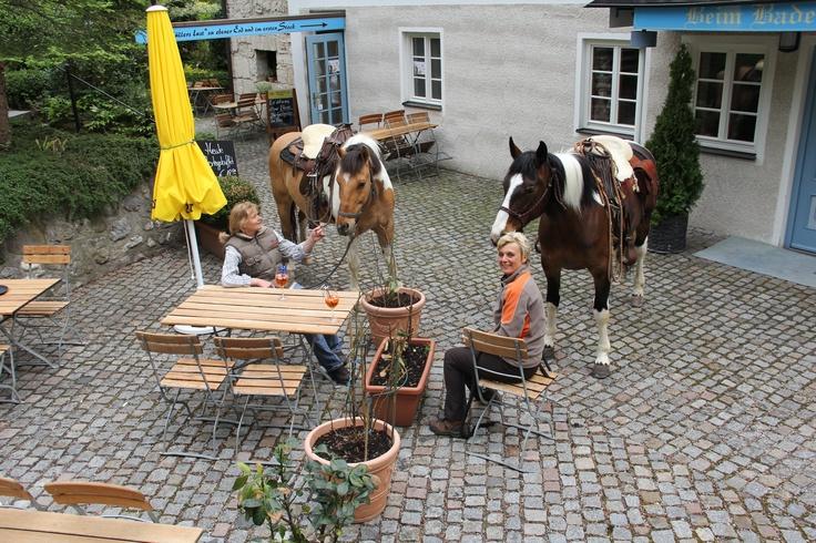 """Bei uns finden Sie auch einen Platz für Ihr Pferd. In der """"Müllers Lust"""" in Pähl am Ammersee"""