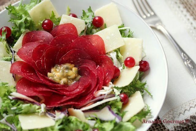 Detox time: insalata con bresaola, passion fruit, ribes e parmigiano