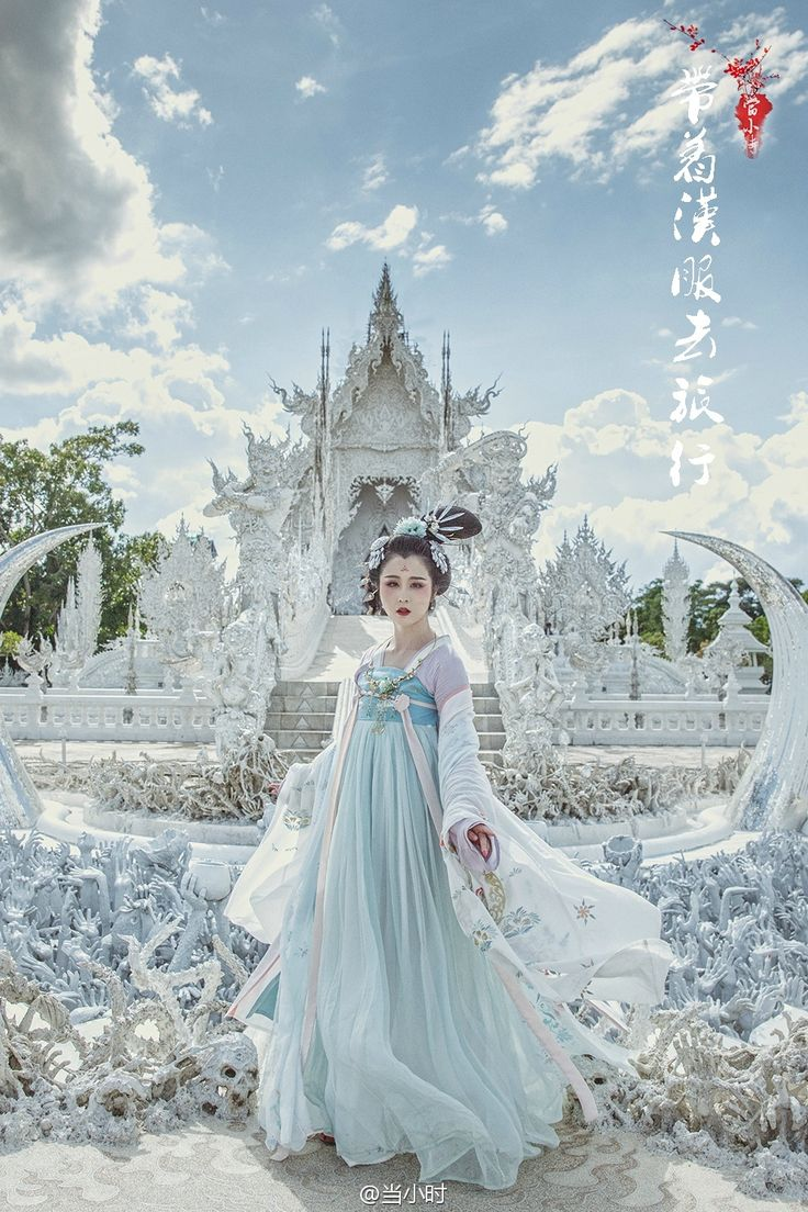 changan-moon:  Traditional Chinese fashion, hanfu in Tang dynasty style   Photo by 当小时  Background isWat Rong Khun in Thailand.