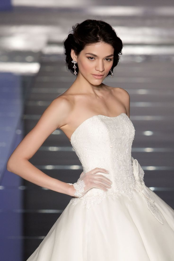 Fashion bride 2015 - Collection ALESSANDRARINAUDOLOOKBOOK. SOPHIE ARAB15627IV. Wedding Dress Nicole.