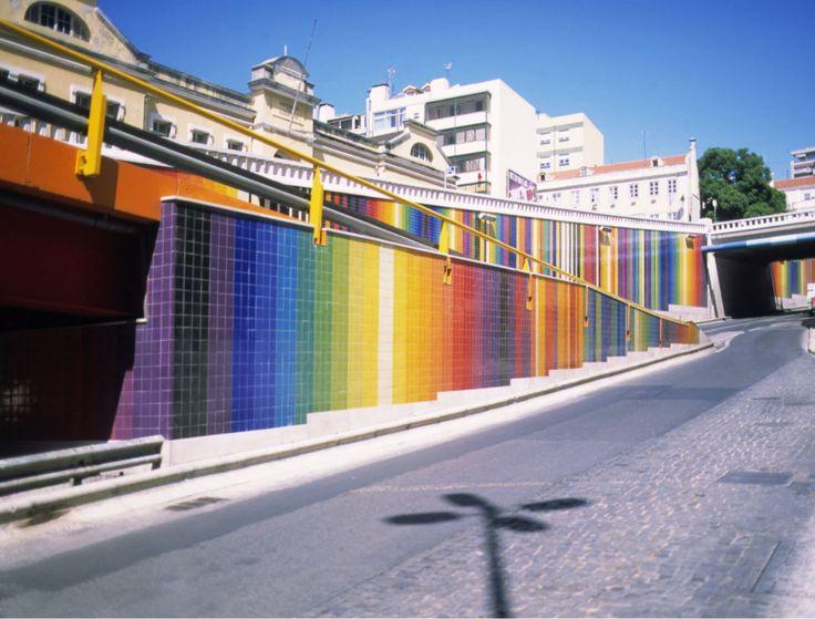 A EQUIPA DO Az / The Az Team [Inês Leitão] - Eduardo Nery (1938-2013) | Lisboa | Avenida Infante Santo | Viaduto / Viaduct | 2001-2002 [photo: Arquivo / Archive Eduardo Nery] #Azulejo #EduardoNery