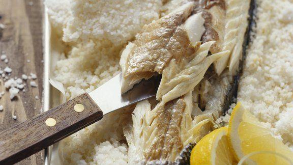 Rezept: Wolfsbarsch im Salzmantel gebacken