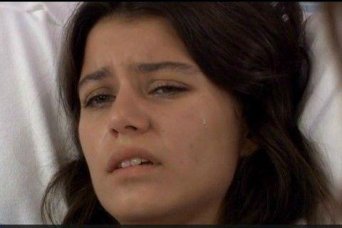 Capítulo 02 x 01: Fatmagül llega traumatizada al hospital  Ahora, los culpables tratarán de eludir su responsabilidad.