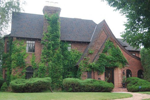 Brick tudor house pinterest for Brick styles for houses