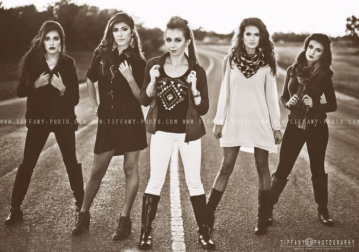Senior Picture Ideas for Girls | Group Shot