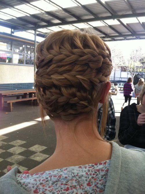 My girls have GOT to learn how to do things like this--I've tried, but I'm hair-retarded, lol.