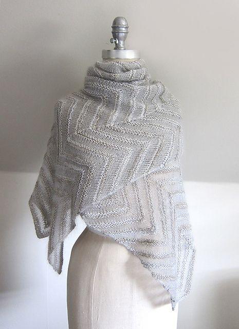 Dette sjal føles virkelig som en sky over skuldrene. Det er slet ikke svært at strikke, men ser dyrt og indviklet ud. Strikket i mohair og silke på pinde 4½. Læs mere ...
