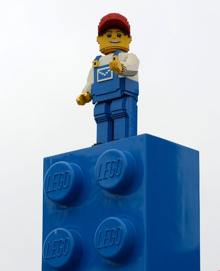 How Lego Mindstorms Influences Construction, Programming, and 3-D Printing