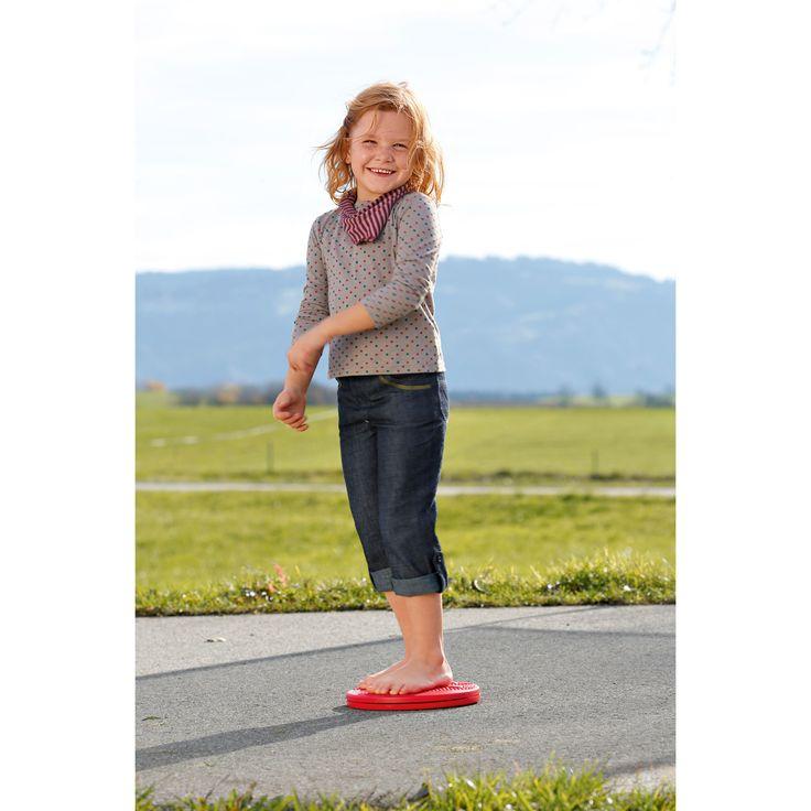 Balance Twister  kinderlijk eenvoudig zet aan tot bewegen bij het voorbij gaan Evenwicht is alles. De Balance Twister traint op speelse wijze de voeten en spieren en stabiliseert de gewrichten. Ook geschikt voor volwassenen tot ca. 100 kg.  Kinderen houden van pirouetten, staand of geknield. Het board geeft plezier en biedt leuke mogelijkheden om te balanceren, draaien en voor evenwichtsoefeningen voor de hele familie. Kinderlijk eenvoudig! Ook geschikt voor niet-sporters!