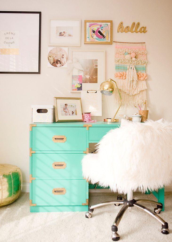 ABSOLUTELY love the gold, white, and teal!!! This workspace is super cute to and the little decorations on the desk are adorable!