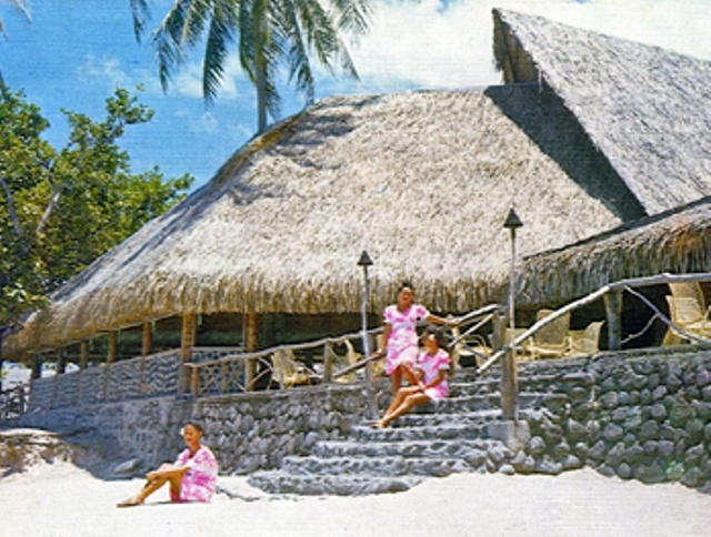 Tahiti Village, Punaauia (1961-1986)    From: www.tahitiheritage.pf