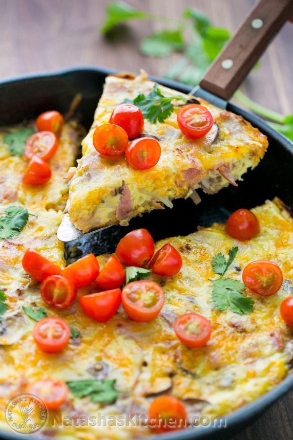 Cheesy Hash Brown y huevo cazuela.  Fácil desayuno un pan para su familia o invitados!  NatashasKitchen