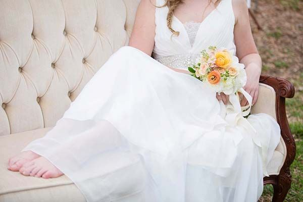 Relaxed Country Chic Bridal Style | Amy Allen Photography | See More! http://heyweddinglady.com/french-country-chic-wedding-style/