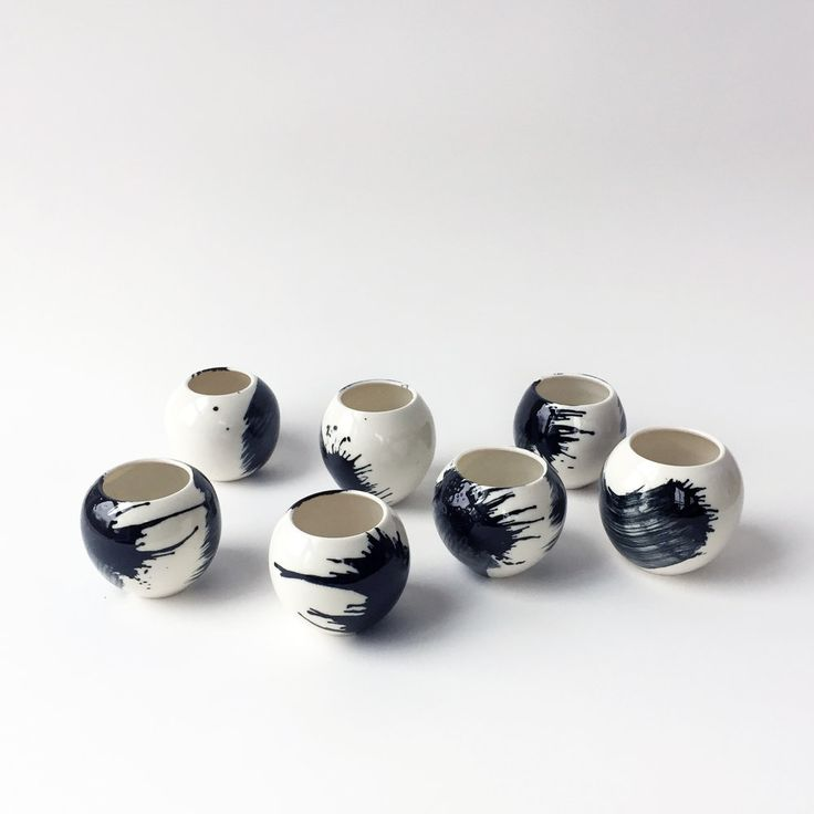 https://tomkemp.com/shop/small-porcelain-black-spherical-vase