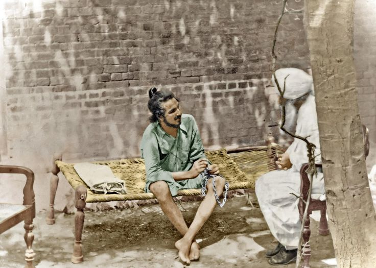 Bhagat Singh is already considered to be a legend. However, the legend left the world a series of inspiring actions even though he died at a relatively younger age. Some of these actions are well-known while others are not so. Here are 11 lesser known facts about Bhagat Singh which will help you gain a better understanding about one of the most celebrated of Indian freedom fighters.