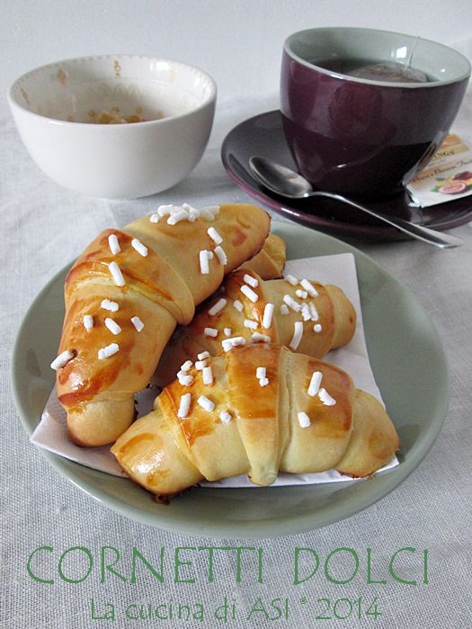 Sono i cornetti dolci senza burro la ricetta dolce fatta oggi in cucina, tratta da un noto sito sul web ed è davvero ottima! Ricetta dolce La cucina di ASI