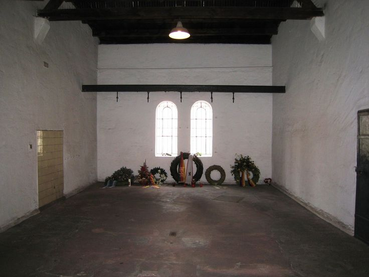 Sala de las ejecuciones de los conjurados en La Operación Valquiria en la Prisión Plötzensee en Berlín.