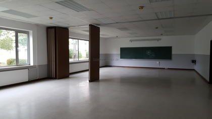 Die ehemalige Schule befindet sich auf einem Gewerbepark mit ausgezeichneter Anbindung in Mainfranken. Mit einer Gesamtfläche von 725 m² stehen die hellen Schulungsräume, ausgestattet mit Tafeln, ... https://www.locationrobot.de/filmlocation-bayern-institut-lr2118-li624