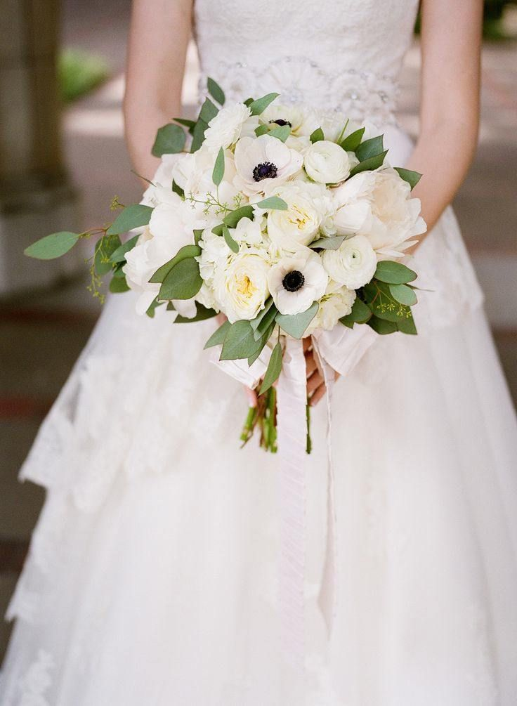 Wedding Ideas: The Loveliest White Wedding Bouquets - MODwedding
