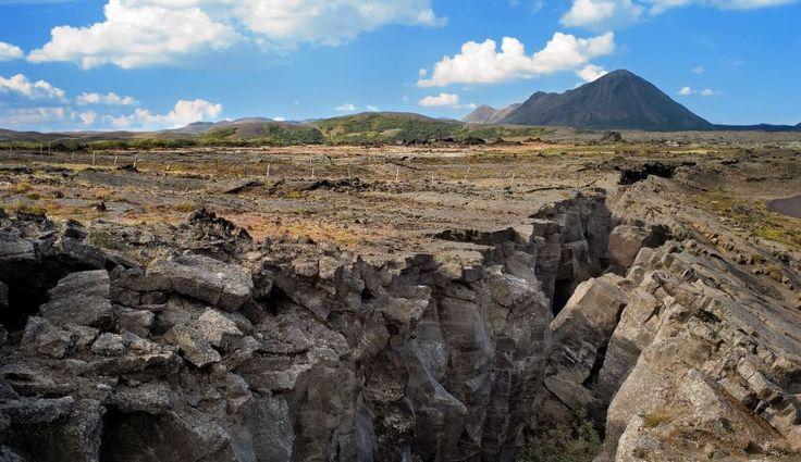 """Jonny Wu, unul dintre cercetători, precizează că """"90% dintre seismicitatea de adâncime (o adâncime mai mare de 500 km) are loc în regiunea Tonga"""". Plăcile tectonice sunt vechi de 50-60 de milioane de ani şi se găsesc în zona de tranziţie a mantalei - dintre mantaua superioară şi mantaua inferioară,   #cercetatorii #geologi #plăci tectonice #planeta #sub crustă"""
