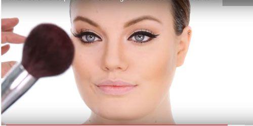 Adele's make-up artist Michael Ashton verklapt het geheim achter Adele's tijdloze, stijlvolle look in deze handige video. Bekijk snel het geheim voor die mooie cat-eye en die stralende egale huid. In een paar stappen en met enkele producten creëer je de look. Shop hier de producten: Meer Adele: Adele zingt ter nagedachtenis slachtoffers in Brussel…
