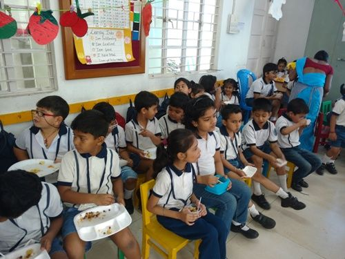 Students enjoying the yummy food