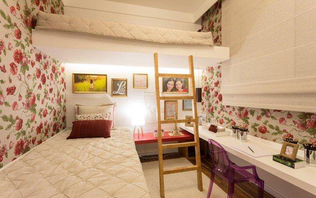 A cama suspensa foi a proposta da a arquiteta Débora Dalanezi para acomodar…