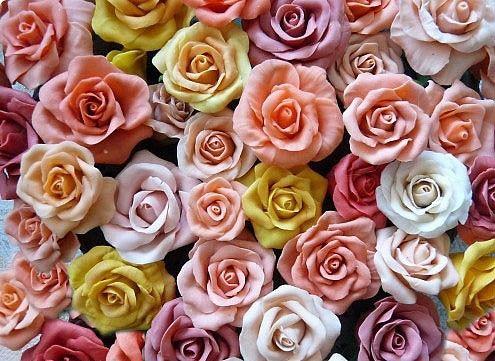 Zo studeného porcelánu sa dajú vymodelovať neuveriteľne realistické ruže a inékvety