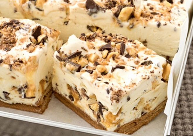 When I stumbled upon this recipe for chocolate honeycomb slice it was one of those recipes that you just have to share on because it is a wonderful recipe