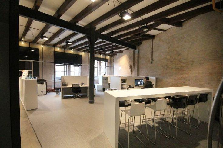Interieurbouw | Kantoorinrichting | Strak ingericht kantoor in combinatie met de historische kenmerken van een oud pakhuis | Bekijk meer op www.kopexpo.nl | KOPexpo