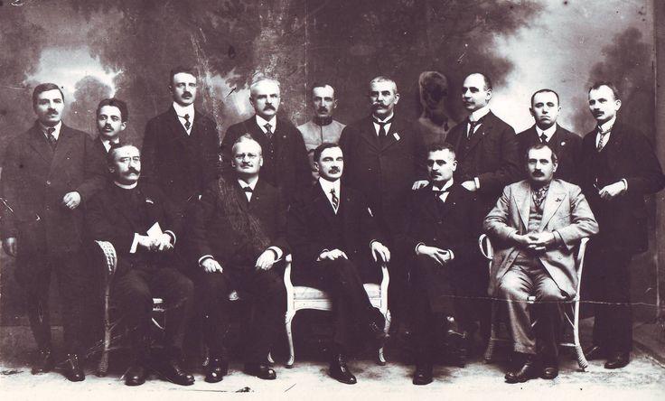 """LA MULTI ANI ROMÂNIA, LA MULTI ANI ROMÂNI ! """"…Marea Unire din 1918, a fost si rãmâne pagina cea mai sublimã a istoriei românesti. Mãretia ei stã în faptul cã desãvârsirea unitãtii nat…"""
