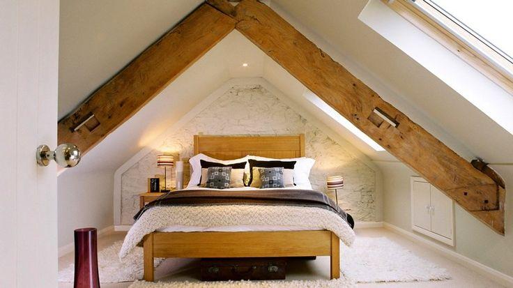 Çatı katları yeterince geniş ve yüksek tavanlara sahip olmayabilir. Bunun en güzel çözümü büyük gardırop veya komodin kullanımında kaçınmak, mümkünse bu eşyalarınızı odanızın