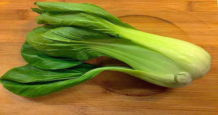 Wer den knackigen #Kohl schon mal probiert hat, ist begeistert. Also - sei kein Kohl(kopf), iss ihn❗️ folge @mabamylife   #lokal #nahrungsmittel #nahrung #gesund #ernährung #natur #vegan #nachhaltig #genießen #saison #schweiz #salat #beilage #neutral #senfkohl #pakchoi #pflanzenstoff #heilt #leber #haut #sommer #kalium #kalzium #vitamin #balaststoffe #Rohkost #mabainfo #maba #mabamylife
