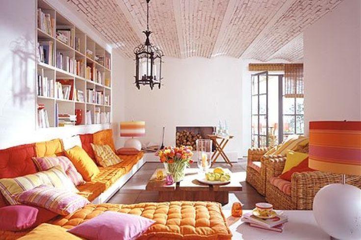 リビング,ソファ,ソファベッド,カラフル,暖色,本棚,ニッチ,埋め込み