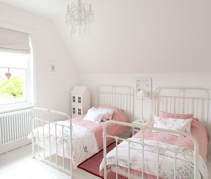 Simple girl's bedroom