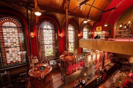 Als je van bier houdt zit je in de Jopenkerk (de voormalige Jacobskerk) in Haarlem helemaal goed.