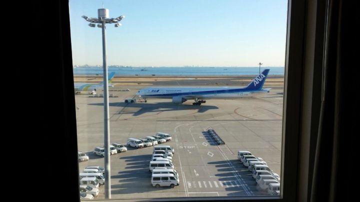 全国の飛行機好きの皆さん、お待たせしました! 今回ご紹介するのは、一度は泊まってみたい、部屋から滑走路が見えるホテル。空港の近く(や空港内)にあって、普段は見られない角度から機体を眺めることができるんです。宿泊した人だけが楽しめるレアな光景を見に行ってみませんか? 羽田エクセルホテル東急(羽田空港) 羽田